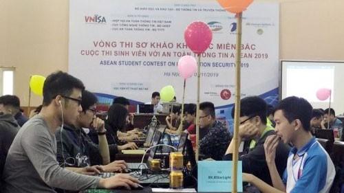 """Sinh viên tham dự """"Sinh viên với an toàn thông tin ASEAN 2019"""". Ảnh: hcmcpv"""