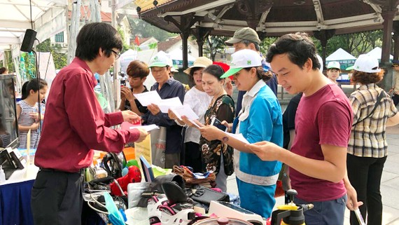 Một buổi họp mặt của nhóm Freecycle để các thành viên mang vật dụng, đồ đạc cho - nhận trực tiếp cùng nhau