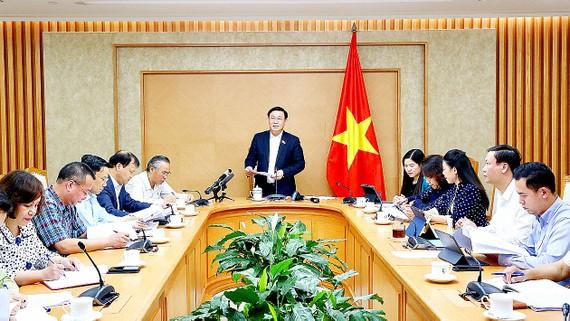 Phó Thủ tướng Vương Đình Huệ chủ trì cuộc họp. Ảnh: TTXVN