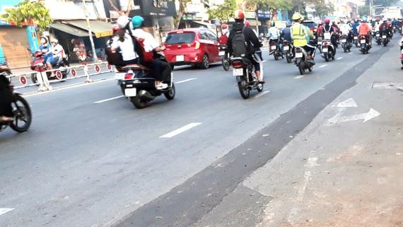 Tái lập mặt đường sơ sài không đảm bảo an toàn giao thông