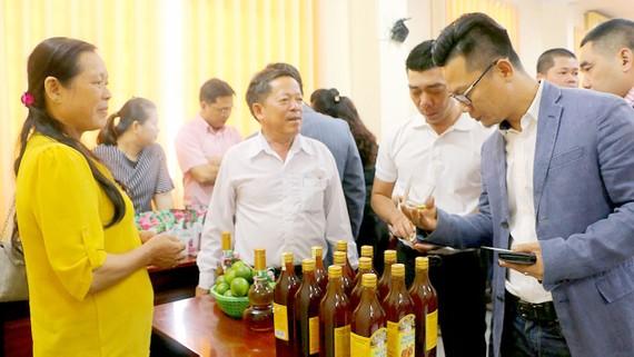Long An giới thiệu những sản phẩm được chế biến từ nông sản với khách hàng Trung Quốc