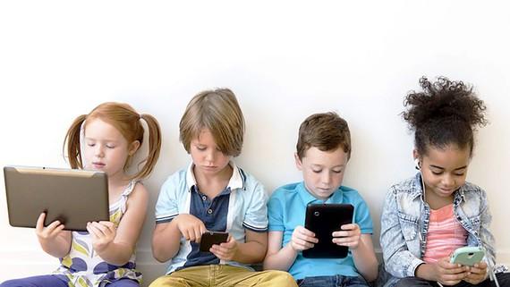 Theo WHO, trẻ em từ 1-4 tuổi không nên ở trước màn hình điện tử quá 1 giờ mỗi ngày và càng ít càng tốt