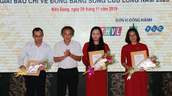 Lễ trao giải báo chí về Đồng bằng sông Cửu Long năm 2019. Ảnh: Lê Sen/TTXVN