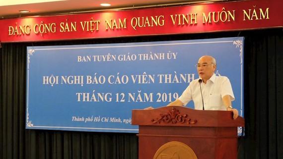 Đồng chí Phan Nguyễn Như Khuê báo cáo tại hội nghị. Ảnh: Thanhuytphcm