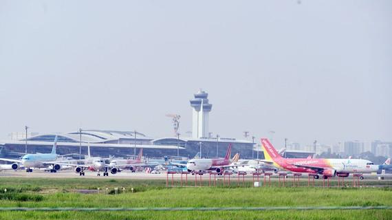 Sân bay Tân Sơn Nhất đã quá tải, đang chờ được nâng cấp, mở rộng