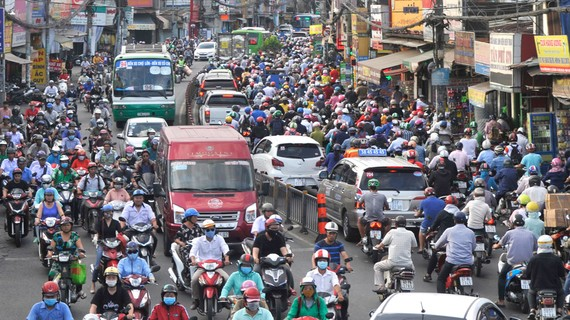 Khí thải từ phương tiện cơ giới là một nguyên nhân làm ô nhiễm không khí tại đô thị
