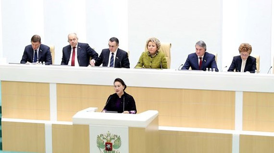 Chủ tịch Quốc hội Nguyễn Thị Kim Ngân phát biểu tại phiên họp toàn thể của Hội đồng Liên bang Nga. Ảnh: Trọng Đức/TTXVN