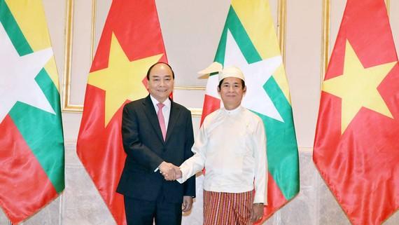 Thủ tướng Nguyễn Xuân Phúc hội kiến Tổng thống Myanmar U Win Myint. Ảnh: TTXVN
