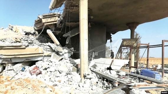 Trụ sở nhóm dân quân Kataib Hizbullah ở Qaim (Iraq) sau khi bị quân đội Mỹ không kích