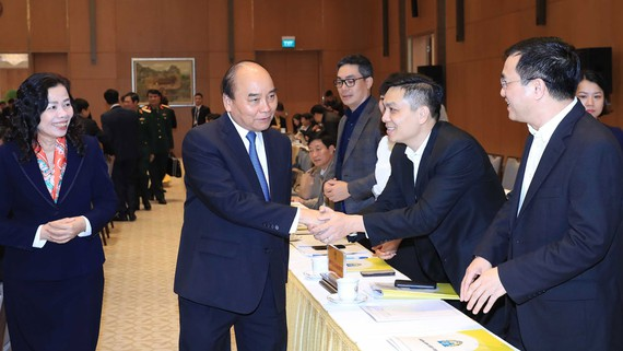 Thủ tướng Nguyễn Xuân Phúc với các đại biểu dự hội nghị tổng kết công tác năm 2019 và triển khai nhiệm vụ 2020 của Ban Chỉ đạo phòng, chống tội phạm của Chính phủ và Ban Chỉ đạo quốc gia về chống buôn lậu, gian lận thương mại và hàng giả. Ảnh: TTXVN