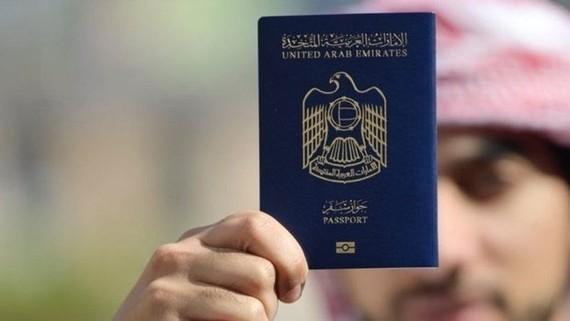Tấm hộ chiếu của UAE được đánh giá là quyền lực nhất thế giới. Nguồn: Khaleej Times