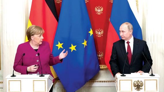 Tổng thống Nga Putin và Thủ tướng Đức Merkel tại cuộc họp báo chung