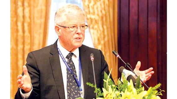 Giáo sư Carl Thayer là một trong ba diễn giả chính tại tọa đàm