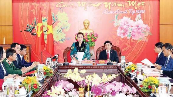 Chủ tịch Quốc hội Nguyễn Thị Kim Ngân phát biểu kết luận buổi làm việc với lãnh đạo chủ chốt tỉnh Đắk Lắk. Ảnh: TTXVN