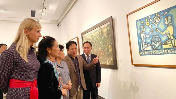 Khách tham quan tại triển lãm