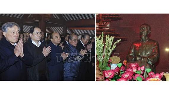 Thủ tướng Nguyễn Xuân Phúc dâng hương tưởng niệm Chủ tịch Hồ Chí Minh tại Đền thờ Bác Hồ trên Đỉnh Vua, Vườn quốc gia Ba Vì, Hà Nội. Ảnh: Thống Nhất/TTXVN