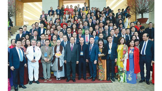 Thủ tướng Nguyễn Xuân Phúc gặp mặt các kiều bào