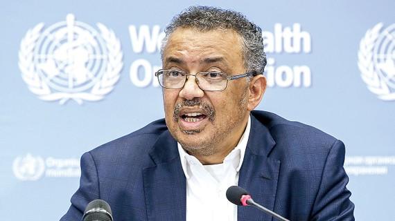 Ông Tedros Adhanom Ghebreyesus, Tổng Giám đốc Tổ chức Y tế thế giới, trong cuộc họp báo về dịch bệnh viêm phổi do virus Corona mới gây ra tại Geneva, Thụy Sĩ. Ảnh: TTXVN