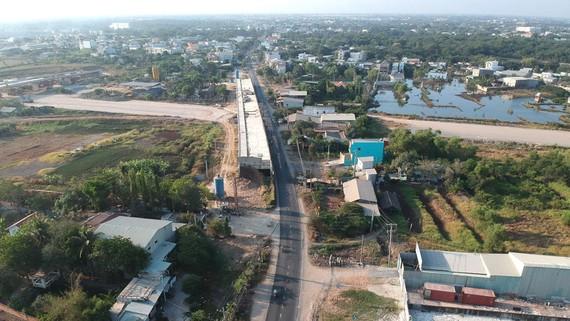 Dự án mở rộng quốc lộ 50 đoạn qua huyện Bình Chánh, là một trong những dự án ưu tiên của TPHCM (ảnh chụp ngày 5-4). Ảnh: CAO THĂNG