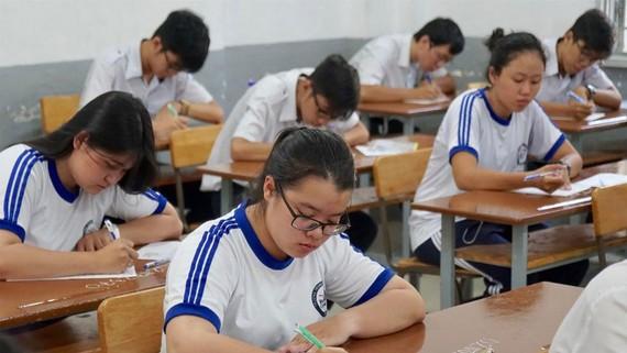 Học sinh thi THPT quốc gia năm 2019 tại điểm thi Trường THPT Maria Curie (TPHCM), môn Ngữ văn. Ảnh: HOÀNG HÙNG