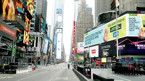 Quảng trường Thời Đại tại TP New York (Mỹ) vắng bóng người trong dịch Covid-19