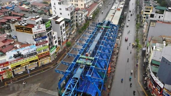 Dự án cầu cạn Vành đai 2 đoạn qua đường Minh Khai đã tạm dừng thi công. Ảnh: Danh Lam/TTXVN