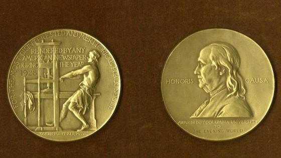 Huy chương Pulitzer. Nguồn: poynter.org