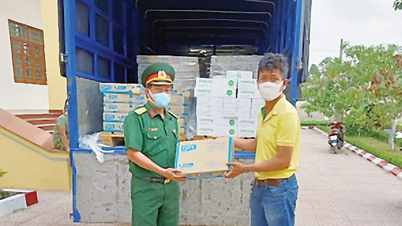 Vinasoy trao triệu hộp sữa thay triệu lời chúc an lành