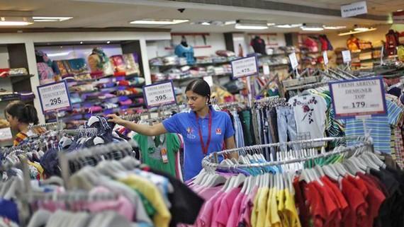 Các công ty may mặc Ấn Độ nằm trong danh sách các ngành hạn chế FDI từ Trung Quốc. Ảnh: CNBC