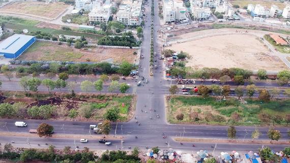Điểm đen tai nạn giao thông tại giao lộ Nguyễn Văn Linh - Quảng Trọng Linh, huyện Bình Chánh đã được xóa. Ảnh: CAO THĂNG