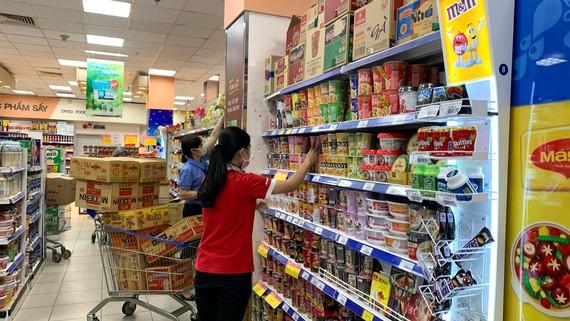 Nhiều mặt hàng thiết yếu có nguồn cung dồi dào tại hệ thống siêu thị