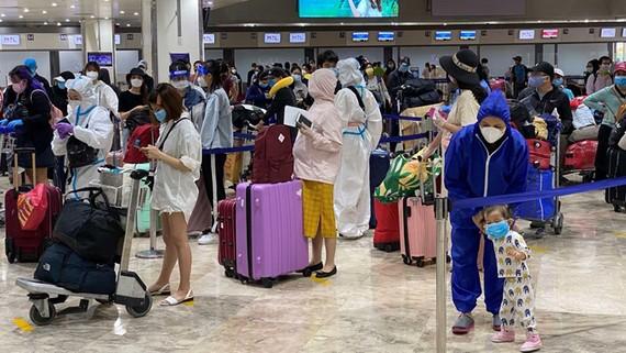 Đưa gần 200 công dân Việt Nam từ Philippines về nước. Ảnh: ĐCSVN