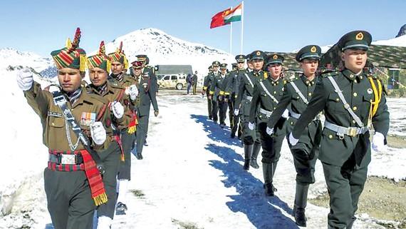 Quân đội Trung Quốc và Ấn Độ tại khu vực biên giới hai nước