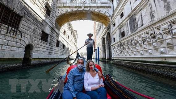Đi thuyền tại Venice, Italy. Ảnh: TTXVN