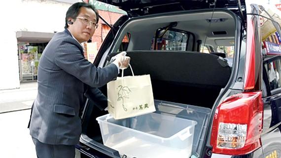 Taxi giao thức ăn tại Nhật Bản