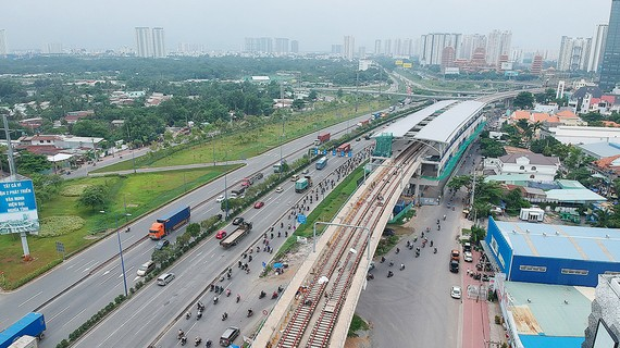 Tuyến đường sắt đô thị số 1 (Bến Thành - Suối Tiên), đoạn qua quận 2, TPHCM. Ảnh: CAO THĂNG