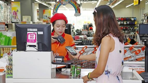 Thanh toán không tiền mặt đang dần phổ biến ở các siêu thị
