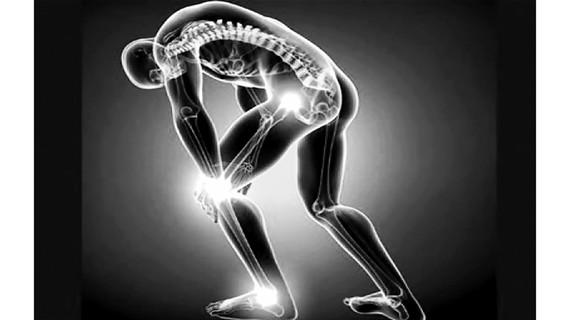 """""""Dùng huyệt vị dẫn thuốc"""": Cách chữa bệnh xương khớp độc đáo của người Nùng"""