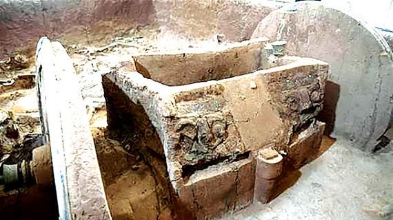 Phát hiện bia mộ 388 năm tuổi ở Trung Quốc