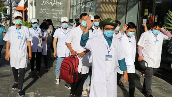 Các bác sĩ, điều dưỡng đến hỗ trợ Đà Nẵng chống dịch