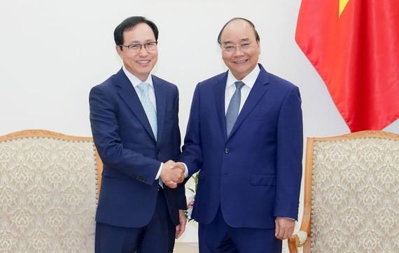Thủ tướng Nguyễn Xuân Phúc tiếp ông Choi Joo Ho, Tổng Giám đốc Tổ hợp Samsung Việt Nam. Nguồn: VGP