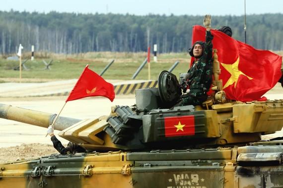Đội tuyển xe tăng Việt Nam vô địch bảng 2 cuộc thi Xe tăng hành tiến tại Hội thao quân sự quốc tế 2020. Ảnh: TTXVN