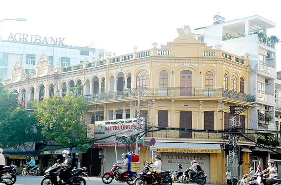 Biệt thự kiến trúc cổ trên đường Hải Thượng Lãn Ông, quận 5, TPHCM. Ảnh: CAO THĂNG