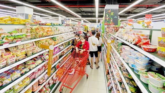 Thực phẩm được bày bán dồi dào tại siêu thị Lotte, quận 7, TPHCM. Ảnh: CAO THĂNG