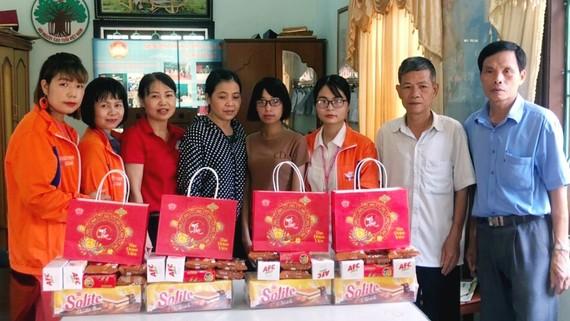 Mondelez Kinh Đô tặng quà Trung thu cho học sinh và trẻ em kém may mắn