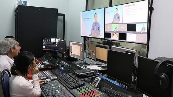 Một buổi phát hình Chương trình dạy học trực tuyến qua truyền hình ở Đài PT-TH Đồng Nai