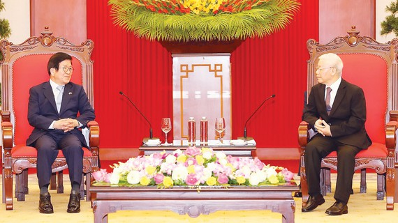 Tổng Bí thư, Chủ tịch nước Nguyễn Phú Trọng tiếp Chủ tịch Quốc hội Hàn Quốc Park Byeong-Seug. Ảnh: TTXVN