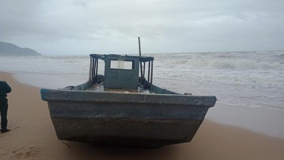 Phương tiện trôi dạt bờ biển Lăng Cô