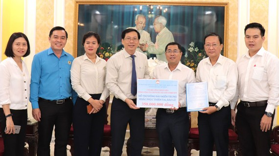 Sawaco trao 350 triệu đồng hỗ trợ đồng bào miền Trung