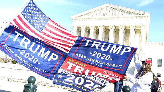 Người ủng hộ Tổng thống Donald Trump trước Tòa án Tối cao Mỹ